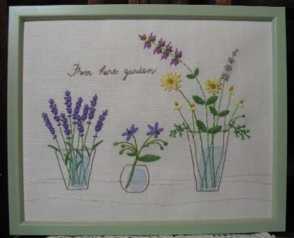 庭の花を摘んでハーブガーデンから