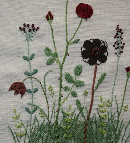 ダークカラーの花(拡大)